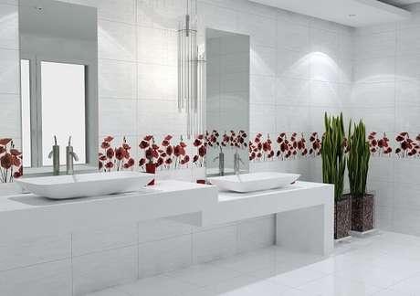 80. Decoração clean com azulejo para banheiro floral. Fonte: Pinterest