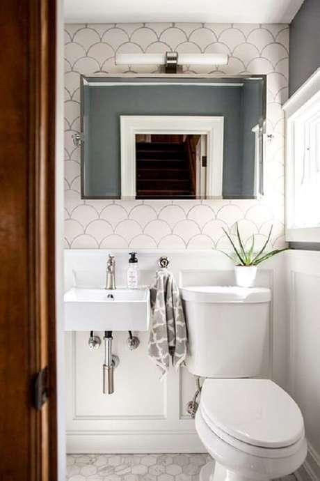 72. Decoração criativa com azulejo para banheiro em formato de escama de peixe. Fonte: Pinterest