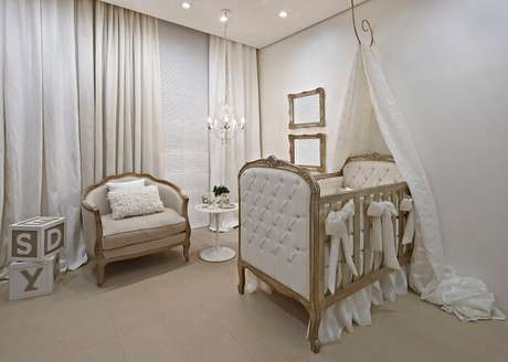 6. Para a decoração do quarto inclua berço provençal e priorize tonalidades claras e suaves. Fonte: Quarto Para Bebê