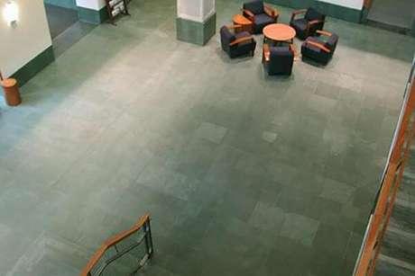 5. O piso de ardósia verde pode ser usado em ambientes amplos – Por: Coop Slate