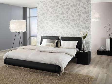 15. Pisos para quarto claro para ambiente com papel de parede – Por: Habitissimo