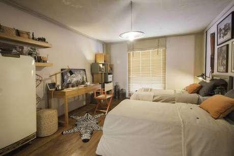 28. Pisos para quarto podem contar com lindos tapetes na decoração – Por: By Kami