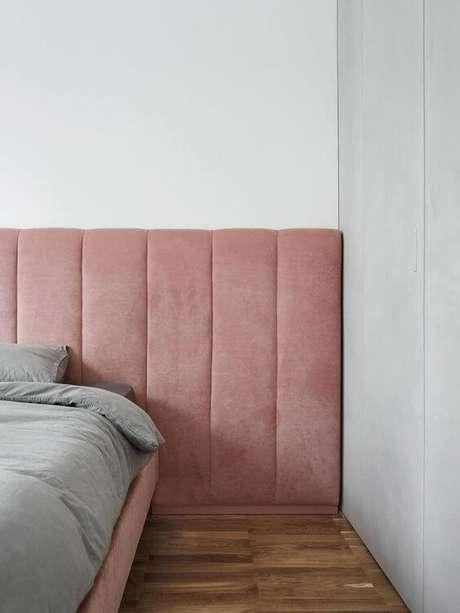 31. A cabeceira também precisa combinar com os pisos para quarto – Por: Estliving