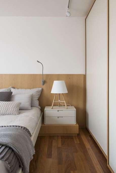 2. Piso laminado para quarto combinando com a cabeceira da cama – Por: Casa Vogue