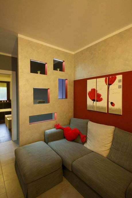 41. O puff quadrado também pode ser sóbrio e combinar com o sofá. Projeto de Gabriele Barotto