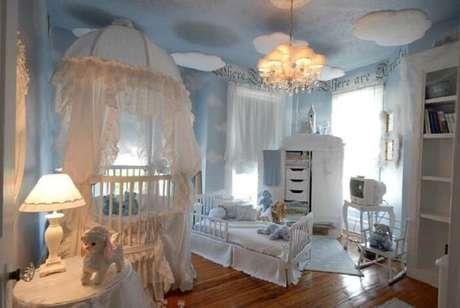26. Quarto de bebê com berço provençal branco. Fonte: Pinterest