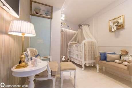 35. Quarto de bebê com decoração clássica e lúdico conta a presença de um berço provençal. Fonte: Quarto de Bebê