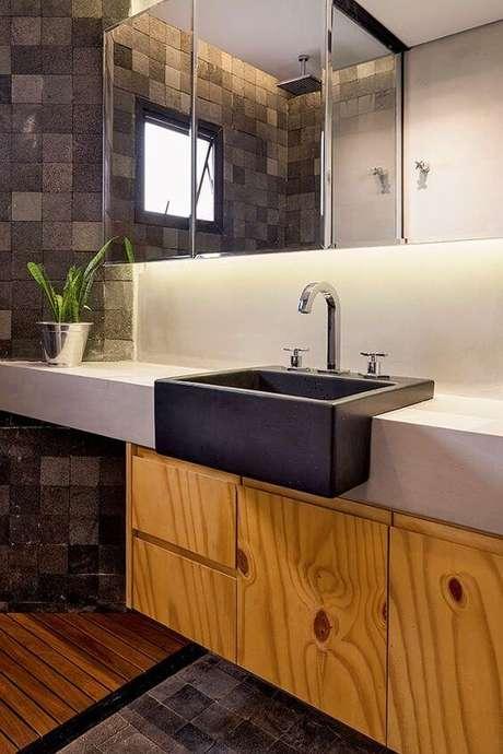 25. Use o revestimento de ardósia para deixar o banheiro moderno – Por: Simples Decoração