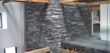 26. O revestimento em ardósia pode ser usado na fachada da casa – Por: Archiexpo