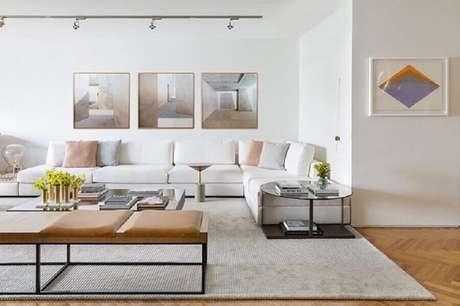 8. O sofá branco de couro é atemporal – Foto: Triplex Arquitetura
