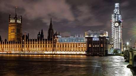 Governo quer suspender as atividades do Parlamento por cinco semanas