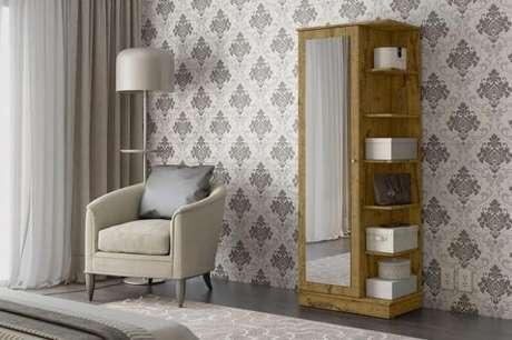 17. Sapateira com espelho e prateleiras laterais encanta a decoração do quarto. Fonte: Pinterest