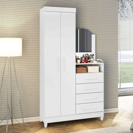 19. A cômoda conta com a presença de uma sapateira com espelho e 4 gavetas. Fonte: Pinterest