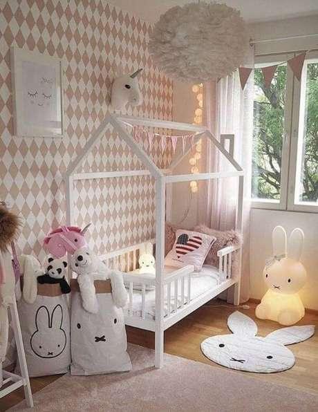 10. A cama casinha branca neutra é linda para compor decorações criativas – Por: Etsy