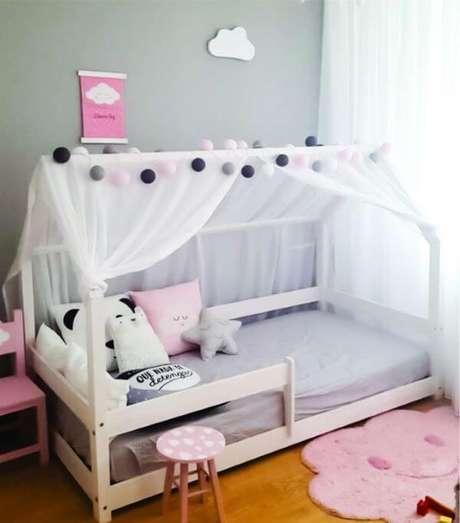 25. Caso goste, use cortinas de voil para decorar a cama casinha – Por: Encanto Berço
