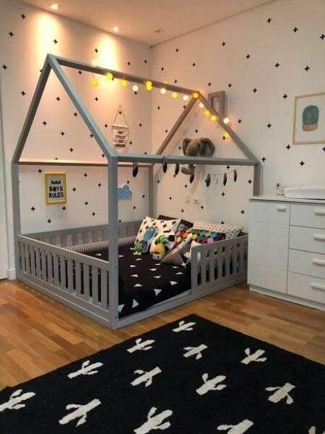 29. Os tons de cinza também são lindos para usar na decoração da cama casinha – Por: Pinterest