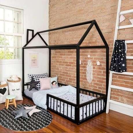 27. Quem disse que as crianças não podem dormir em camas em formato de casinha preta? Também são lindas! – Por: Intercasa Móveis