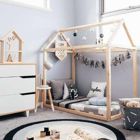 34. Cama infantil casinha com decoração moderna – Por: Imaginativa Decora
