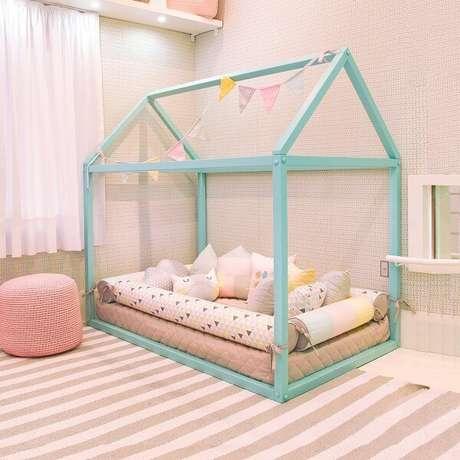 35. Cama montessoriana para quarto infantil casinha – Por: Pinterest