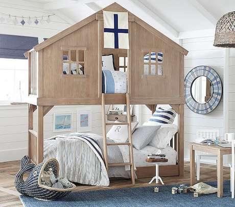 5. Beliche com cama de casinha e decoração marinha – Por: Pottery Barn