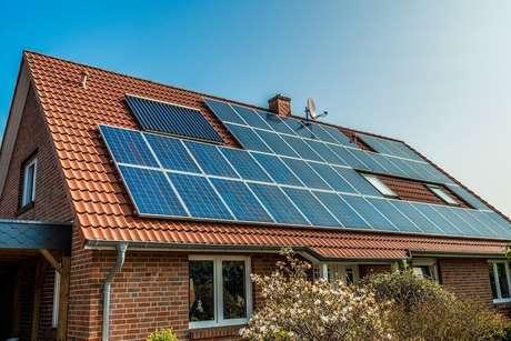 2. A energia solar pode trazer inúmeros benefícios, incluindo os financeiros