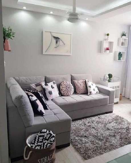 6. O tapete cinza possui a vantagem de se harmonizar facilmente a diferentes estilos de decoração – Foto: Pinosy