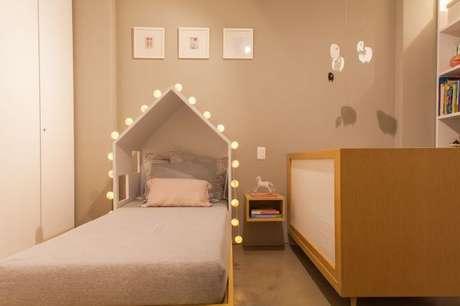 40. O quarto simples também pode ter uma linda camas em formato de casinha – Por: Studio Catena