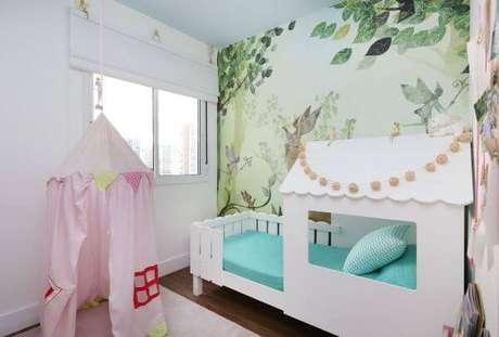 45. Quarto de menina com cama casinha e cabana – Por: By Arquitetura