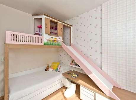 44. A cama com casinha beliche pode ter um escorregador para deixar o ambiente mais divertido – Por: Espaço do Traço