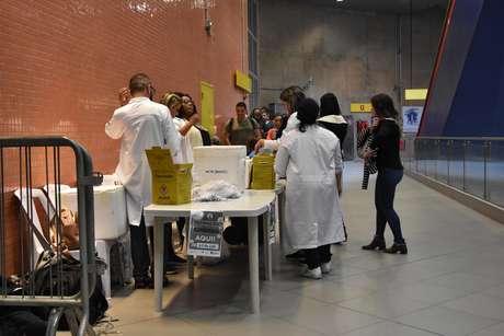 Campanha de vacinação contra o sarampo, na estação Pinheiros do metro, na cidade de São Paulo