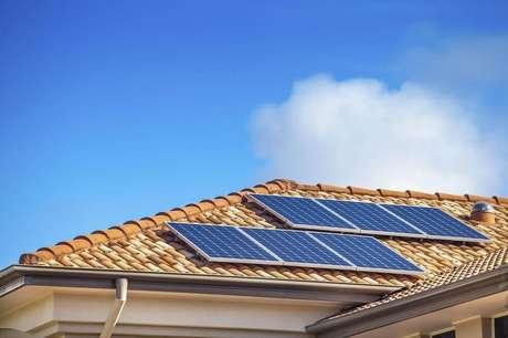 2. A energia solar ajuda a preservar os recursos naturais