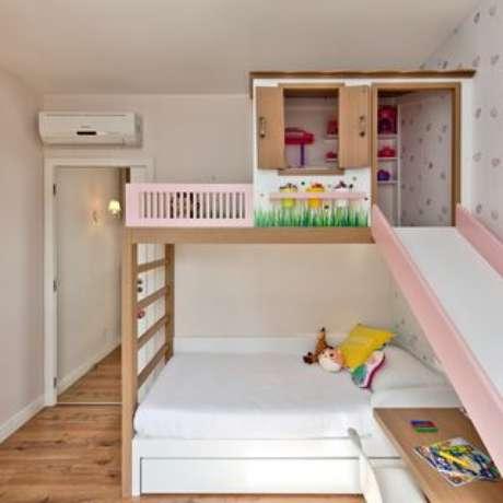 58. Quarto de menina com escorregador na cama casinha – Por: Espaço do Traço