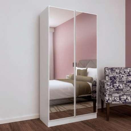 29. Sapateira com espelho duas portas acomoda inúmeros pares de sapato em seu interior. Fonte: Pinterest