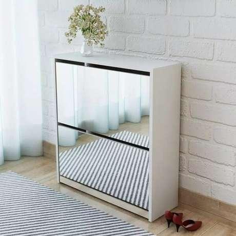 45. Sapateira com espelho pequena e elegante. Fonte: Pinterest