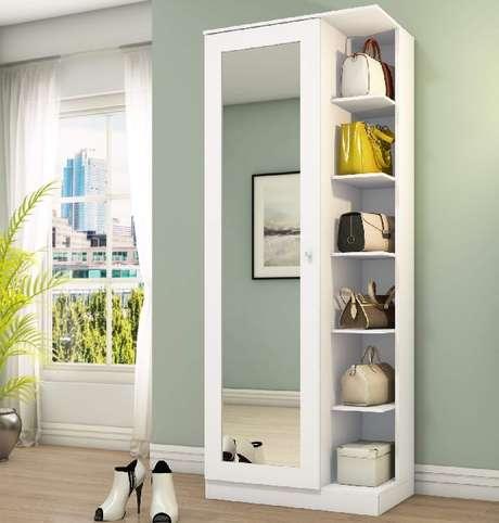 3. Sapateira com espelho vem com uma porta vem com prateleiras embutidas. Fonte: Pinterest