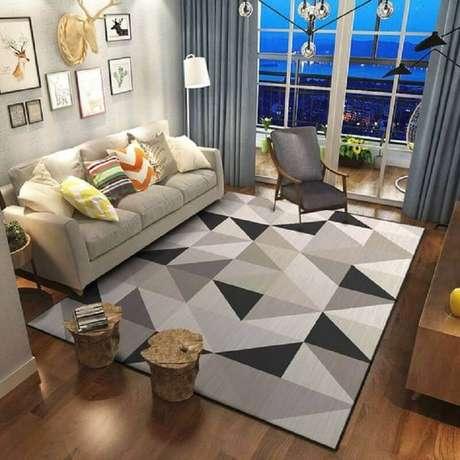 49. Tapete geométrico cinza para sala de estar decorada com almofadas coloridas – Foto: AliExpress