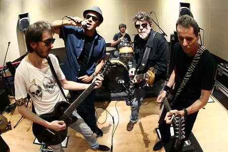 Ensaio da banda Titãs, com a formação Tony Bellotto (guitarra), Branco Mello (voz e baixo), Sergio Britto (voz, teclado e baixo), Mario Fabre (bateria) e Beto Lee (guitarra).