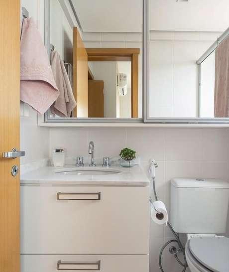 28. O tom rosáceo desta toalha de lavabo faz com que seja delicada e mesmo assim chame a atenção. Projeto de Braccini + Lima Arquitetura
