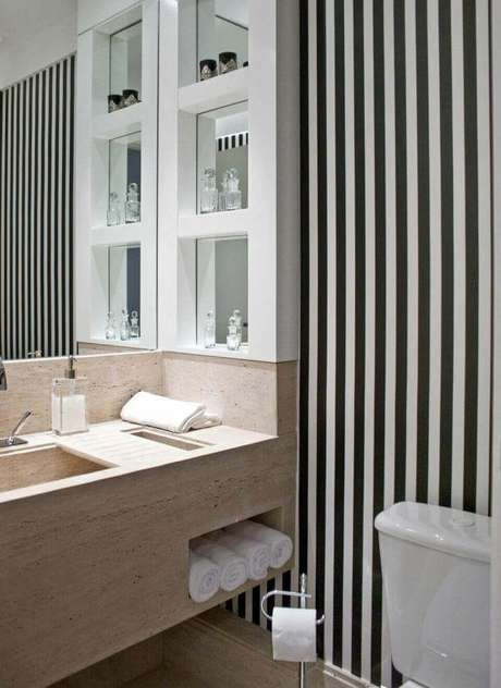 11. A toalha de lavabo na cor branca é delicada. Projeto de Ana Andrade