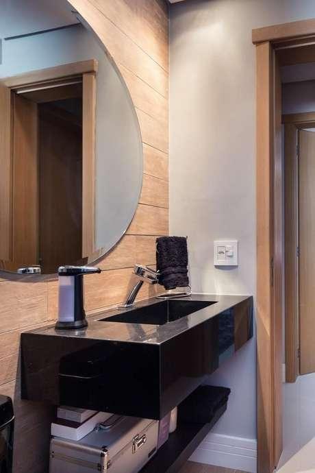 17. O preto é uma cor interessante de se usar na toalha de lavabo. Projeto de Braccini + Lima Arquitetura