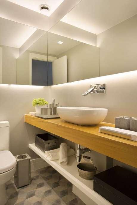 34. A toalha de lavabo também pode ser colocada em um lugar mais escondido. Projeto de Fernanda Azevedo