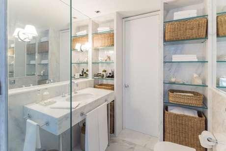 37. Aqui temos uma toalha de lavabo em associação à toalha de banho. Projeto de Fabrício Cardoso