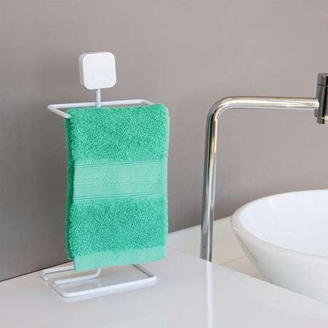 6. A escolha do suporte para a toalha de lavabo é muito importante. Foto: Dafiti