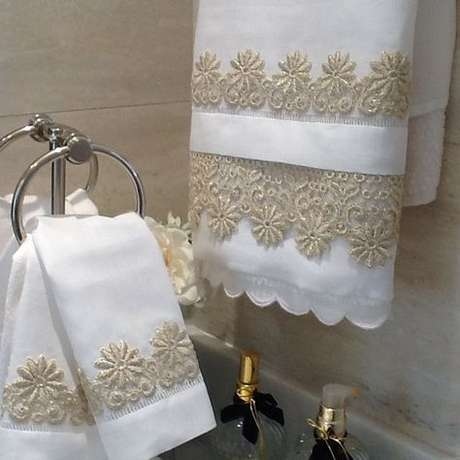 31. A toalha de lavabo que combina com a de banho é harmonizada mais facilmente. Foto: Mulpix