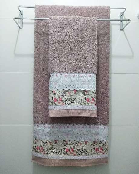 8. Pode ser interessante associar a toalha de lavabo à toalha de banho comum. Foto: Instagram