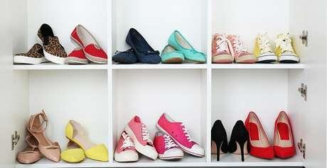 2. Utilize a sapateira com espelho para organizar seus sapatos. Fonte: Pinterest