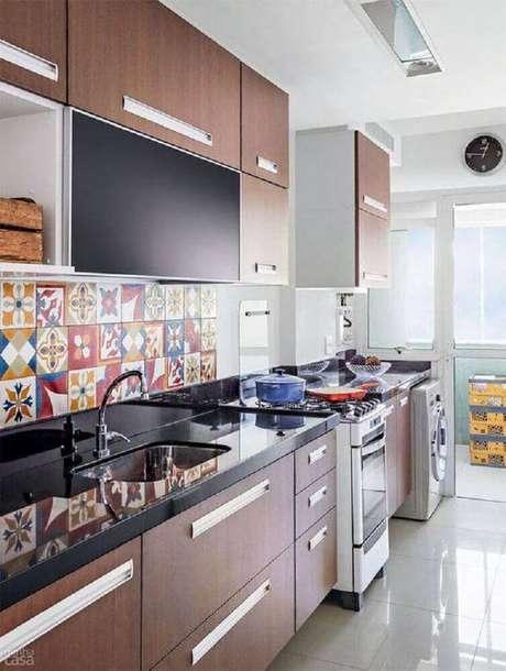 17. A decoração com azulejo para cozinha tornou o ambiente mais agradável e moderno.