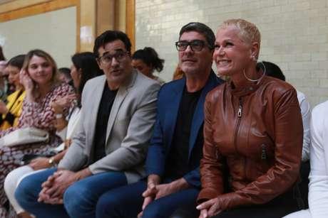 Luciano Szafir, Junno Andrade e Xuxa prestigiam desfile de Sasha