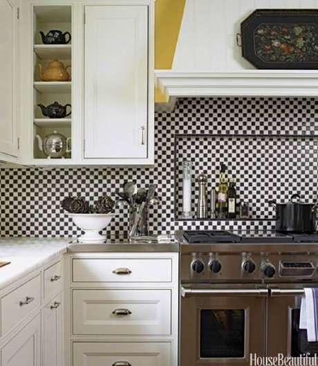 25. Muito charme a cozinha decorada com azulejo para cozinha em preto e branco