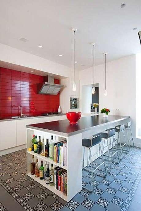 48. Em uma decoração clean é interessante investir em modelos coloridos de azulejo para cozinha moderna – Foto: Assetproject